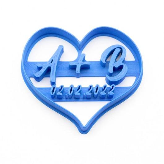Srdce s iniciály snoubenců...